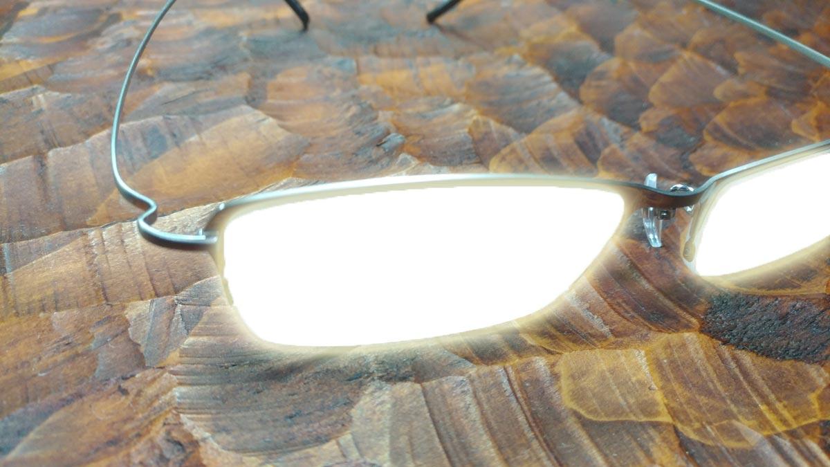 名探偵コナンのようにピカッと光ってかっこいいメガネ