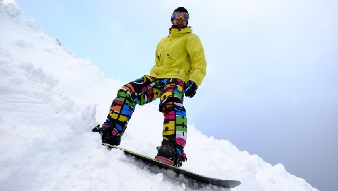 スキー場の急斜面な上級者用コース